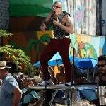CALLE13 NEW VIDEO CLIP VAMO' A PORTARNOS MAL